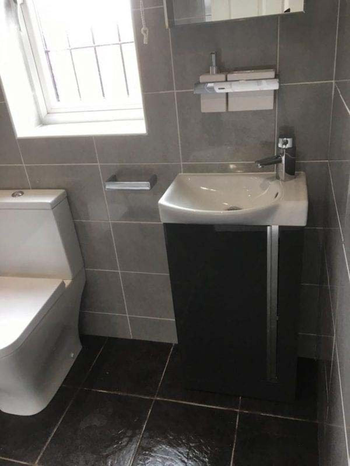 Mr and Mrs Mccrones Ensuite Installation Oakwood